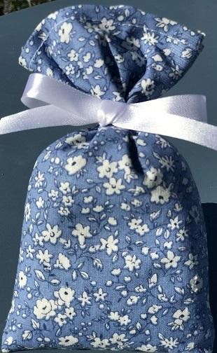 Fleurs Liberty fond bleu